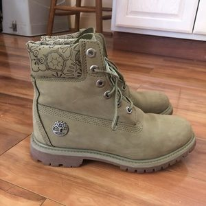 WORN ONCE green floral timberland boots